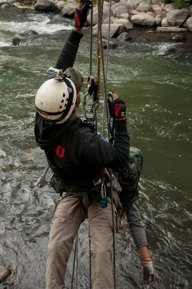 Practicando el rescate vertical